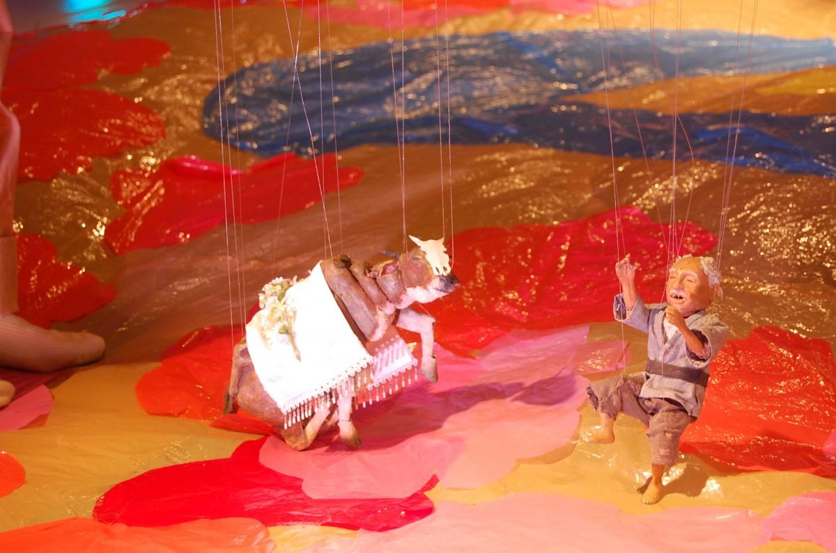 「劇団ドクトペッパズ」による長年連れ添った老人と牛の物語「うしのし」