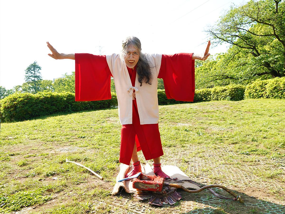 入院前、公園で踊りきり、両足で大地を踏みしめたギリヤーク尼ヶ崎