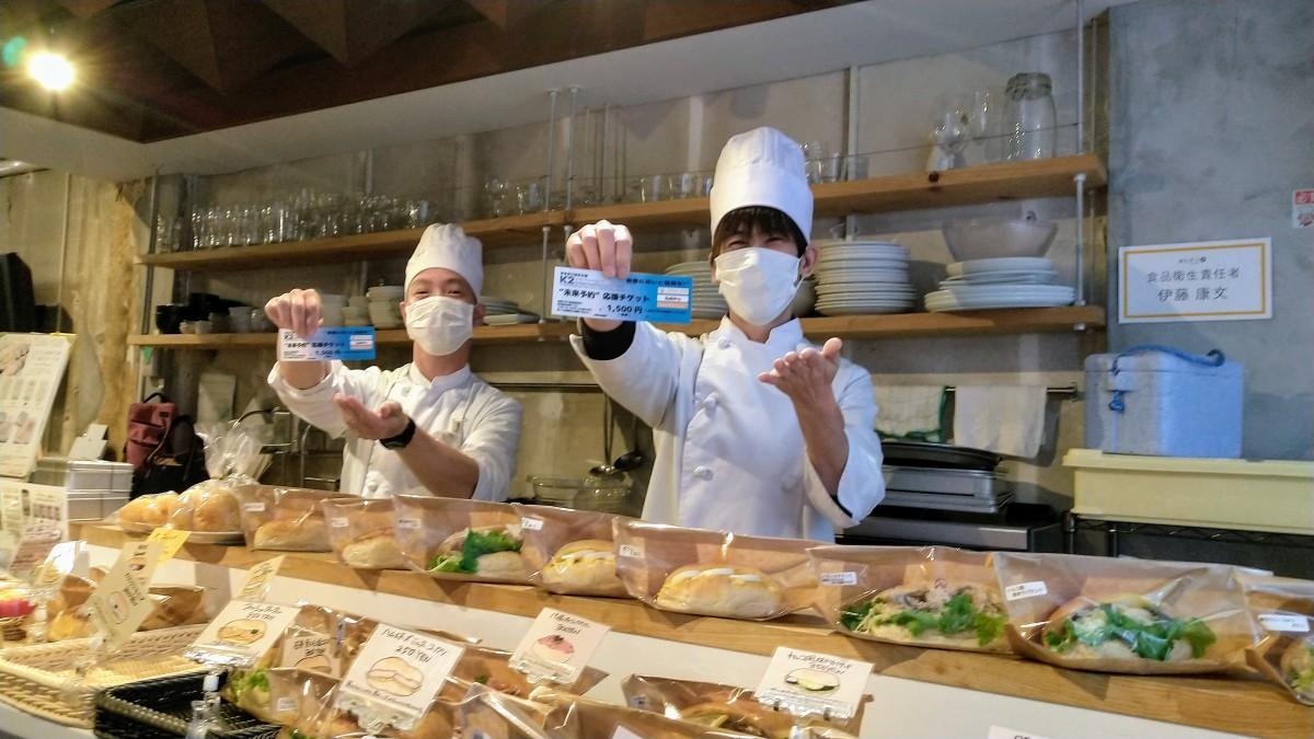 関内のシェアースペース「泰生ポーチFRONT」のパン屋のおやじスタッフ