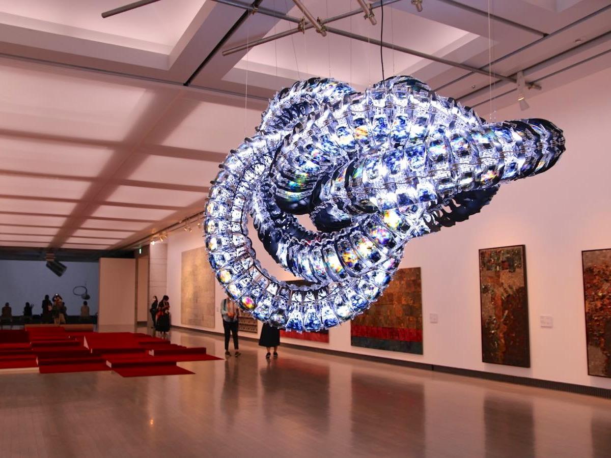 横浜美術館で展示されているキム・ユンチョル《クロマ》2020