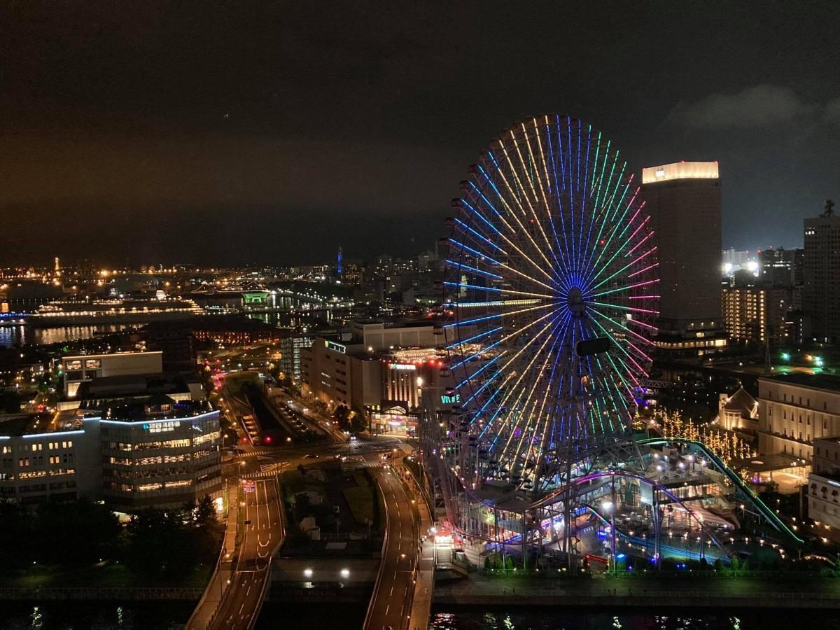 横浜ベイホテル東急から見たコスモクロック21(写真=読者提供)