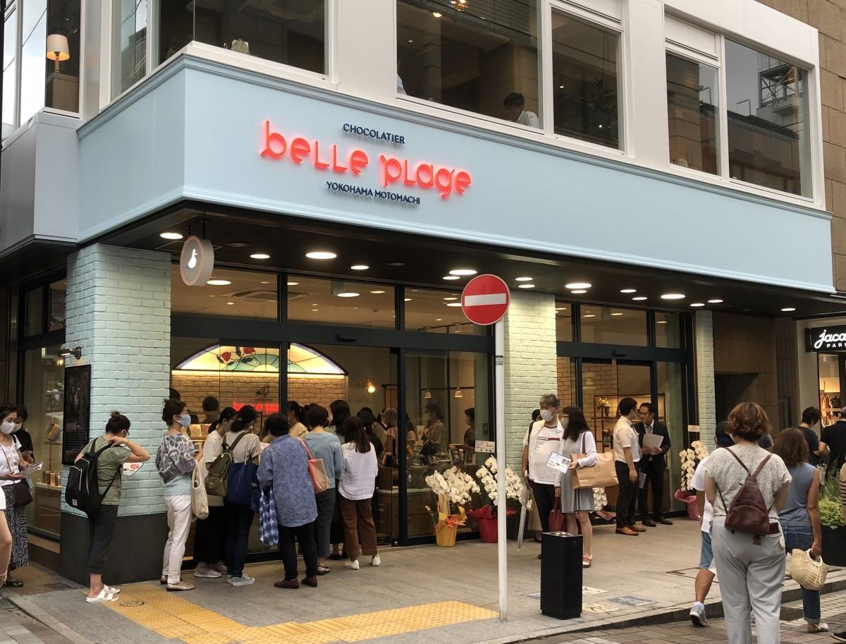 「ベルプラージュ横浜元町店」開店初日は店頭に行列ができた