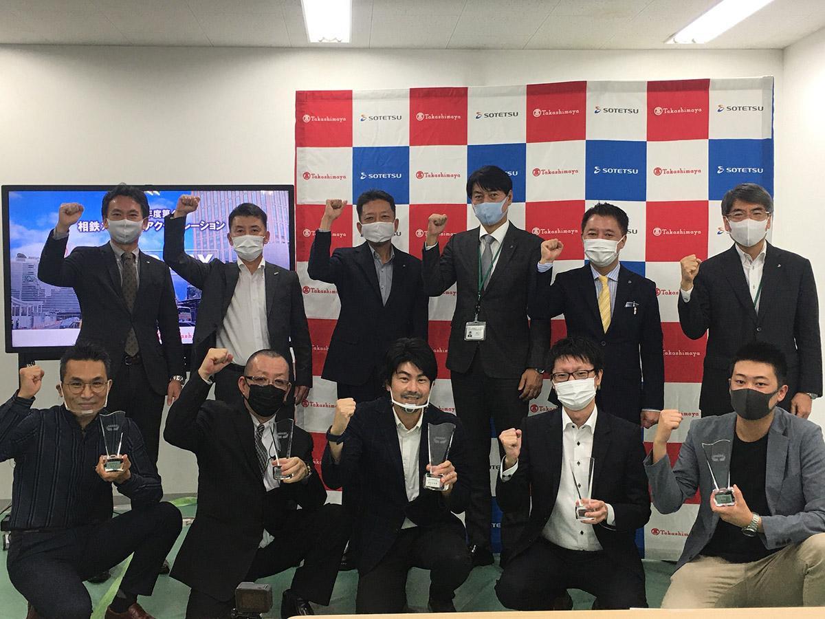 表彰式の様子。前列中央が審査委員賞を受賞したRingfish代表取締役の中澤雄一郎さん