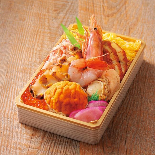 うに貝焼きとあわびの海鮮弁当(1折) 2,160円(各日50点限り)。