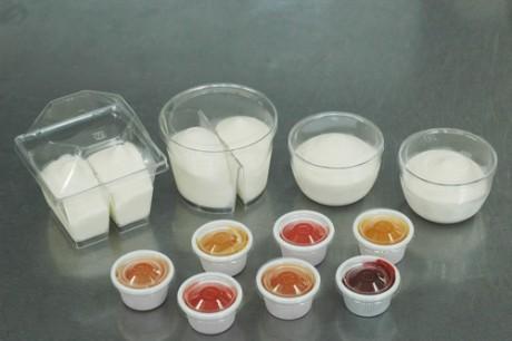 アンケート調査で送られる新商品のムース状の菓子。
