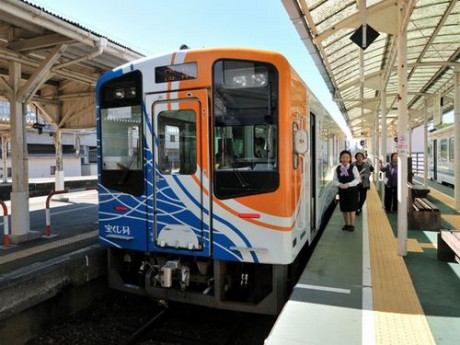 かたりべ列車で使われる車両とガイド