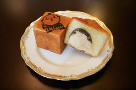 小豆餅とパンを組み合わせた商品