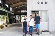 浜松・村櫛に吹きガラス工房 元サッシ工場で作家3人がタッグ組む