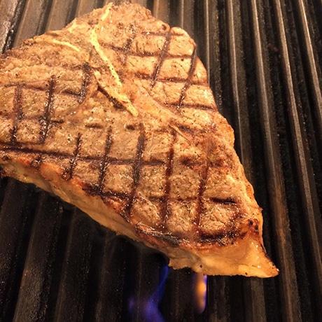 浜松・板屋町のバルがリニューアル 浜松初の熟成肉バルに