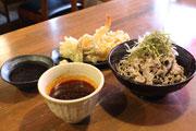 浜松・佐鳴台のそば店がリニューアル 辛味の効いた「肉そば」をメインに
