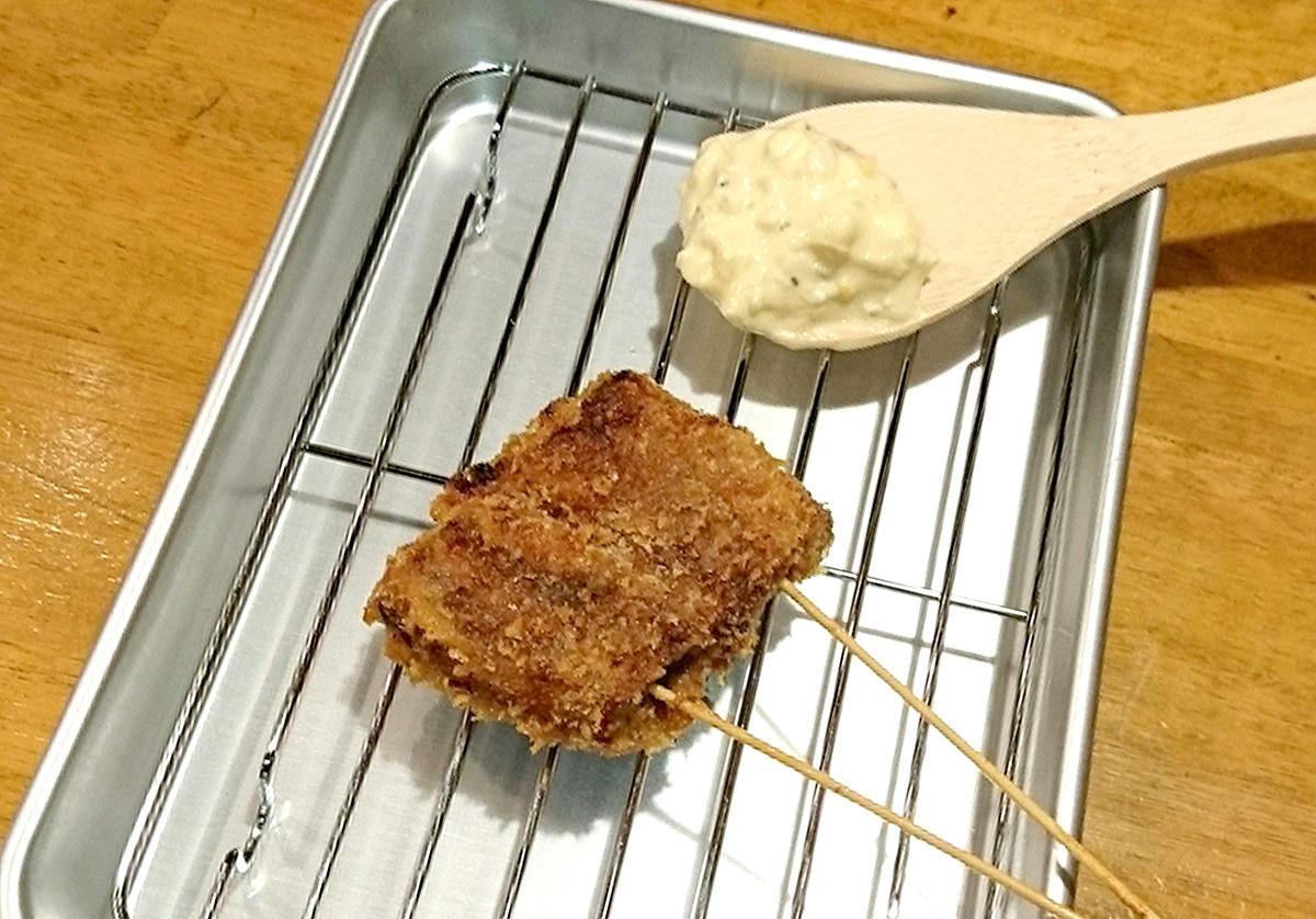 タルタルソースで味わう「名物-浜名湖うなぎ串」