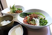 浜松・板屋町に汁なし担々麺専門店 「素材にこだわった究極の一杯」提供