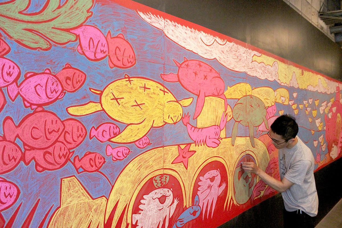 「海の生き物」をテーマにした黒板アート「夏の海だもの」