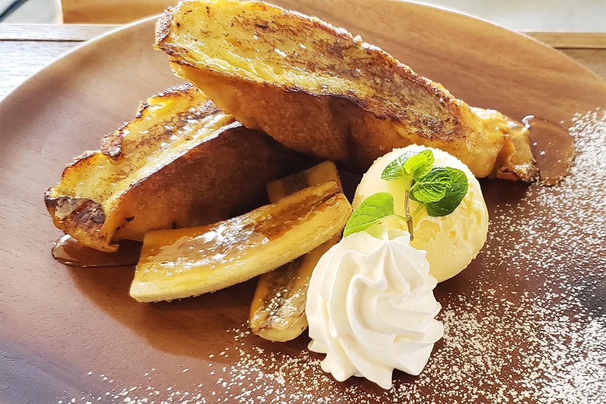 フランスパン使い、外はカリッと仕上げた「フレンチトースト」