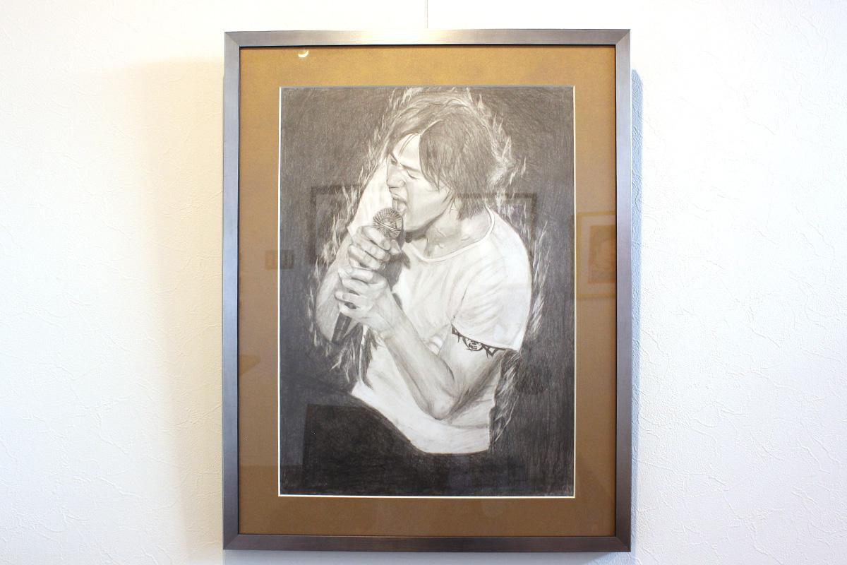 熱唱する、「B'z」の稲葉さんを描いた作品