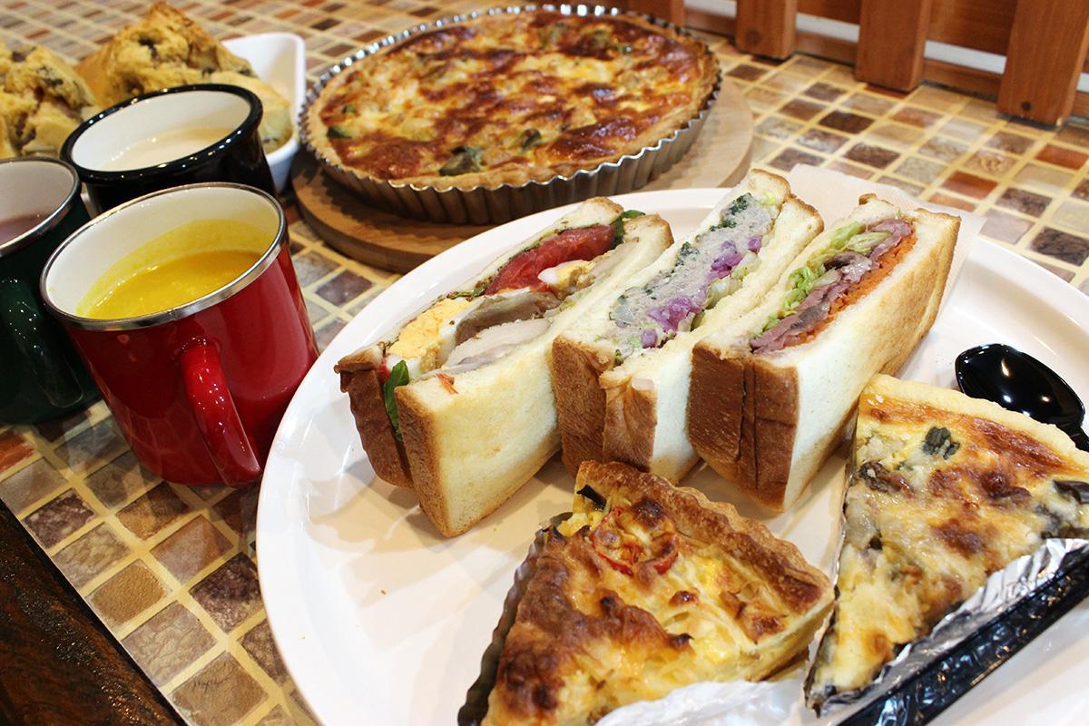 サンドイッチの他、スープやキッシュなどフレンチとイタリアンの経験を生かしたメニューを提供