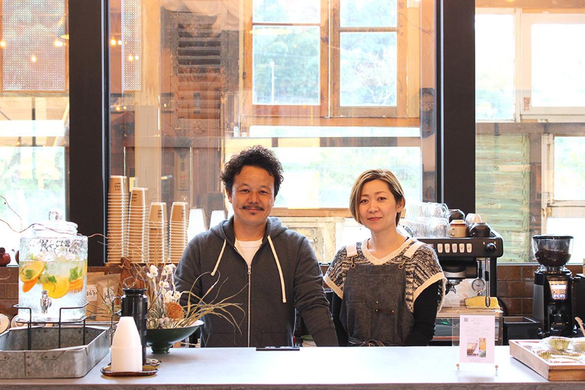 オーナーの佐野洋一郎さんと「まめなり洋服店」オーナーの鈴木雅美さん