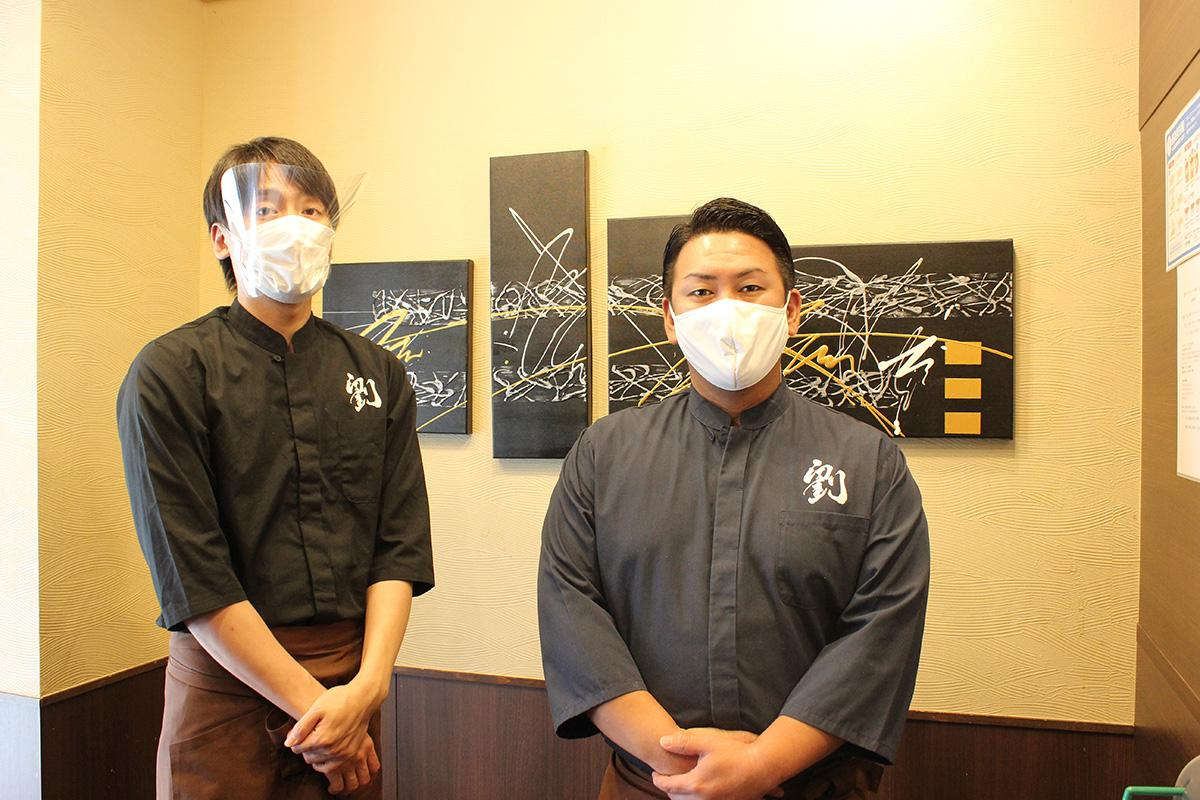 オーナーの安部一聖さん(右)と店長の上西賢三さん