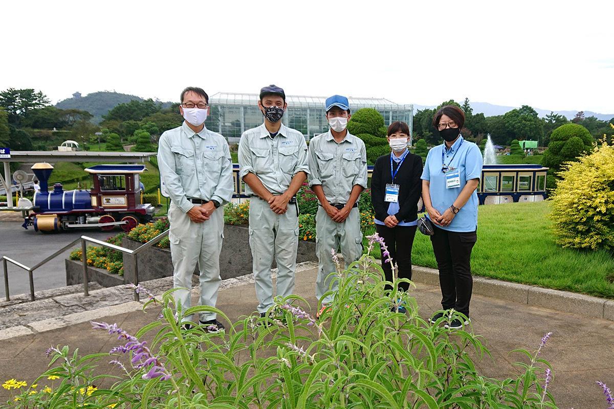 多くの人の来園を期待する、村松祐子さん(右)とスタッフたち