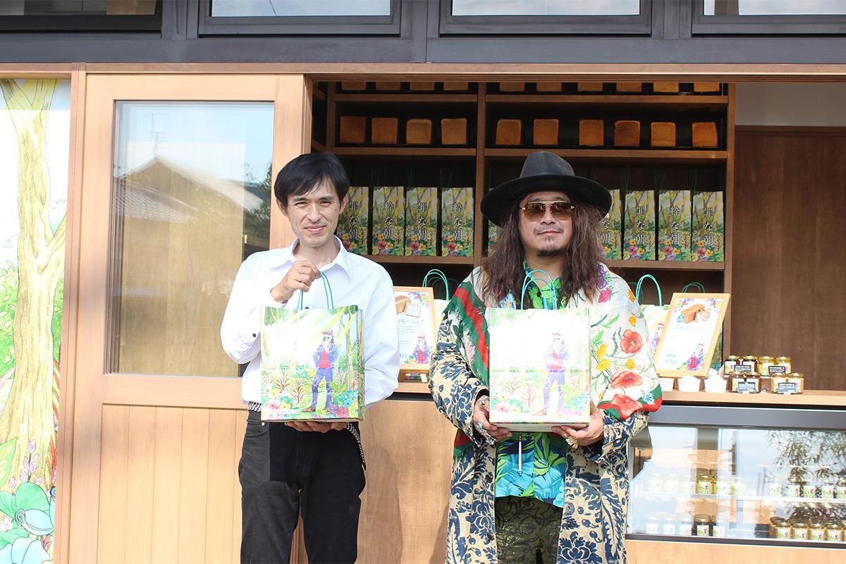 オーナーの鈴木猛史さん(左)と、ベーカリープロデューサーの猛史さん(右)