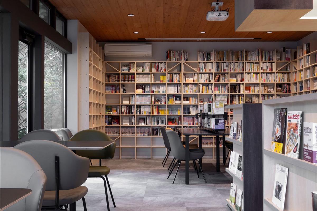 約3300冊の本が並ぶ店内