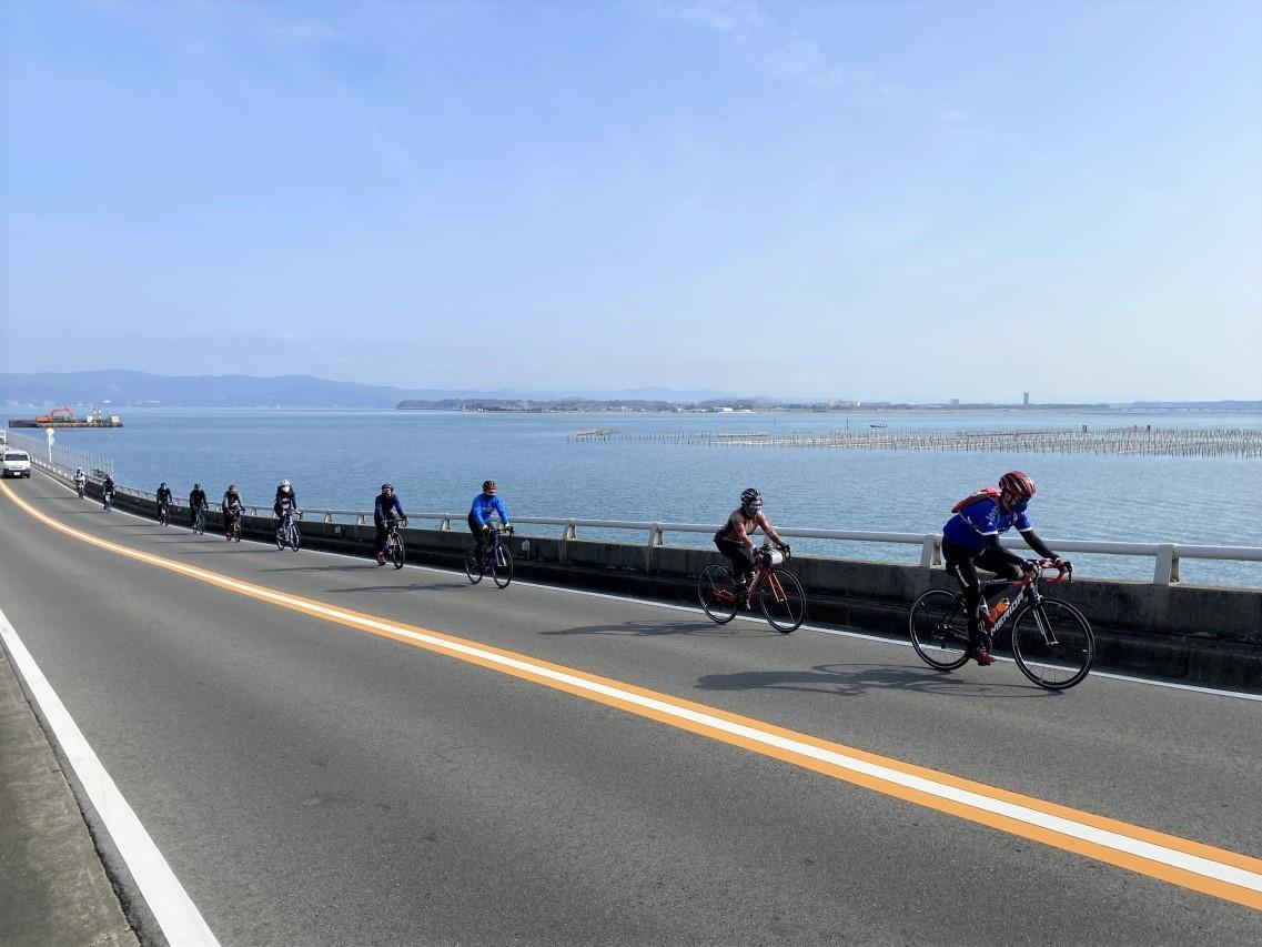 浜名湖の景色とサイクリングを楽しむ参加者