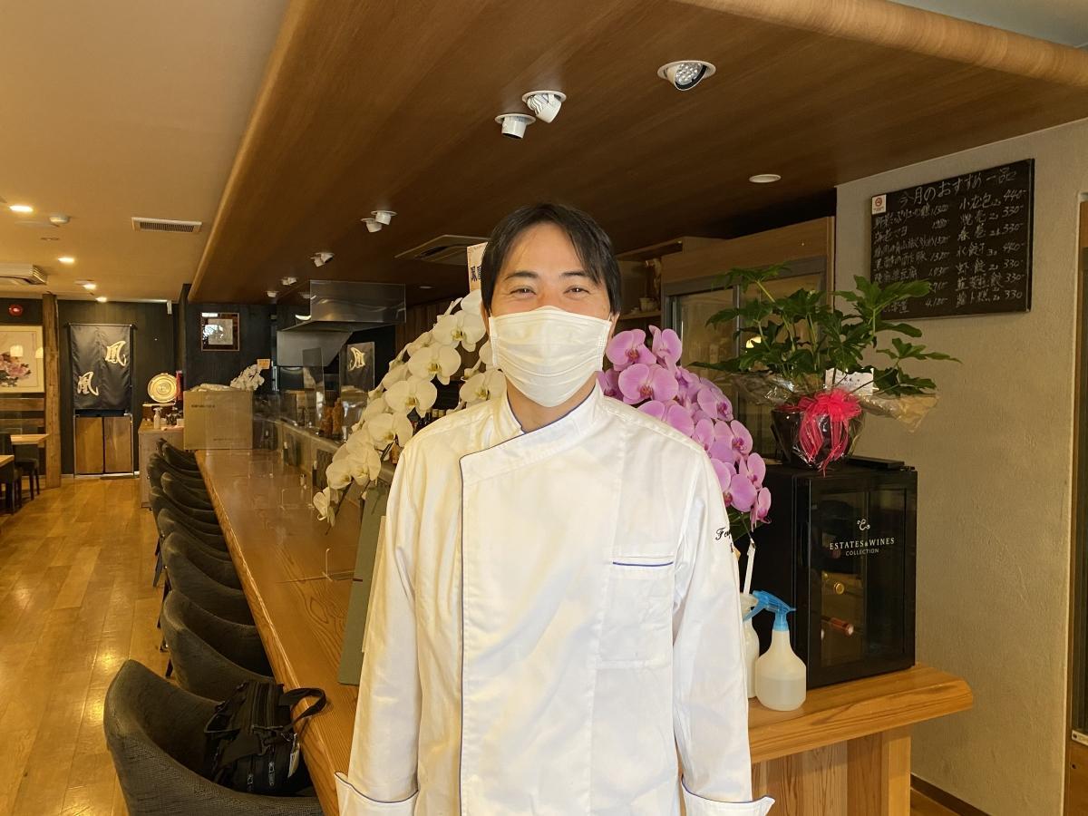 多くの来店に期待する、料理長の遠藤さん