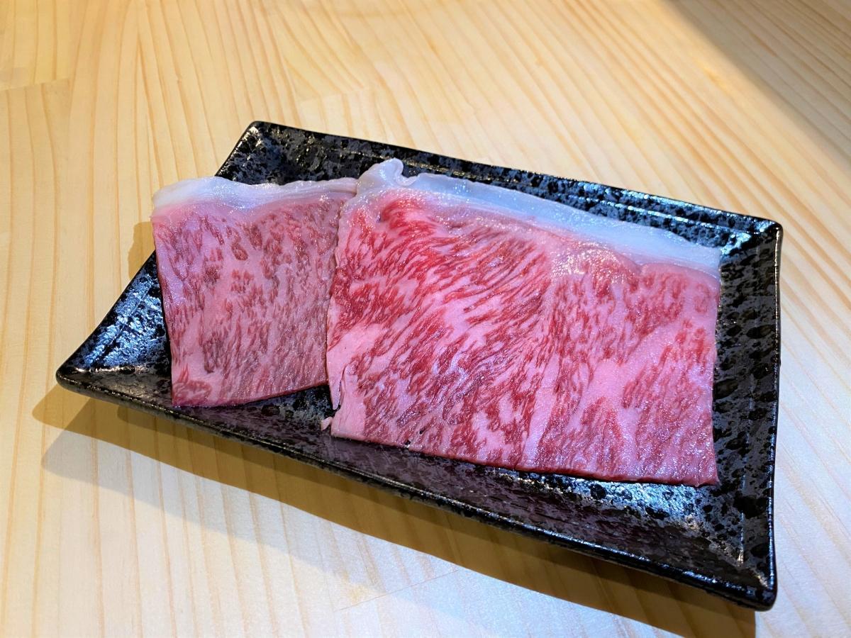 とろけるような食感の松坂牛「名物サーロインの焼きしゃぶ」