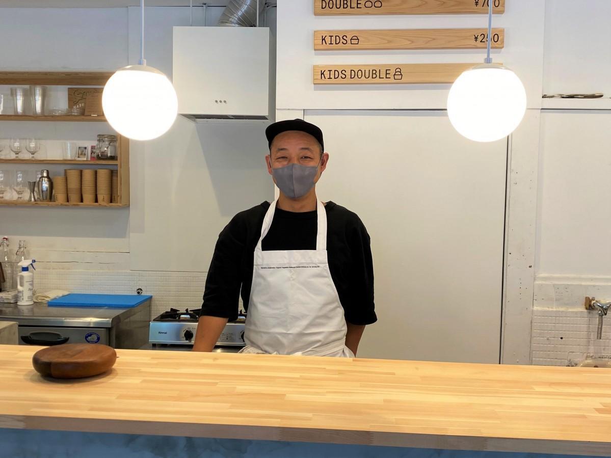 「子どもから年配者まで楽しめる店にしたい」と話す店主の西村さん