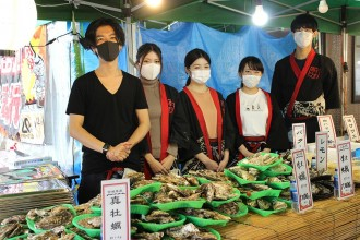 浜松・旭町に期間限定カキ小屋 石巻直送のカキをバーベキューで提供