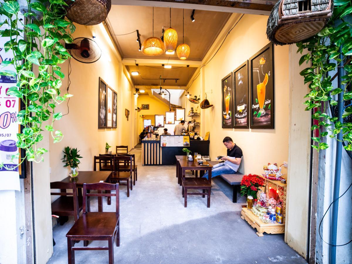 「Rovis Cafe」の店内