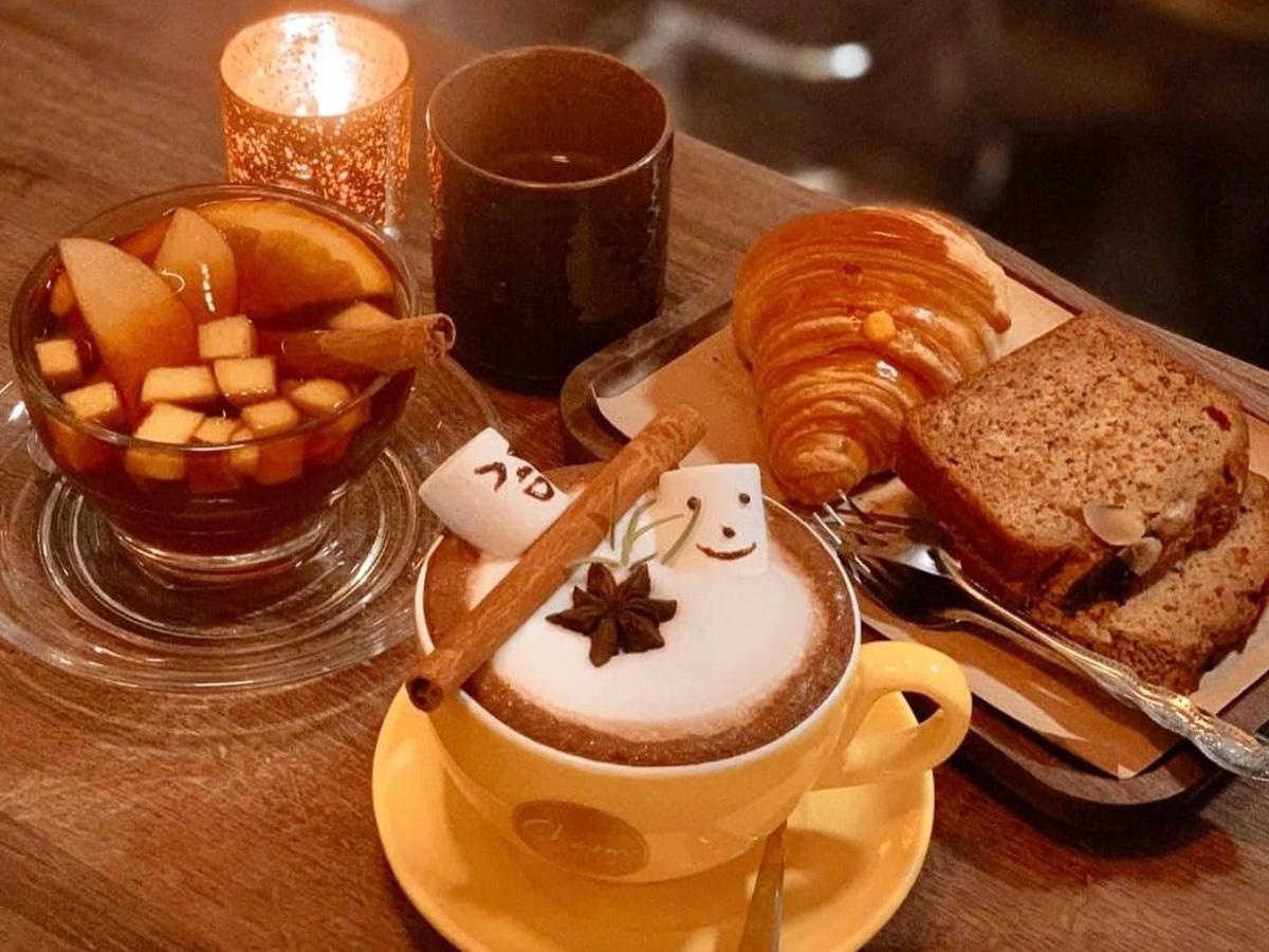 「Charm」の菓子パンやドリンク