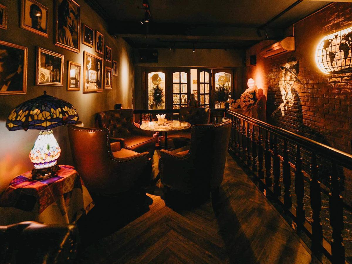 「Lapin Chamber Bar」の店内