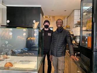 ヘルシンキの人気ベーカリー店「Le Grenier Helsinki」のベーカリーカーが話題