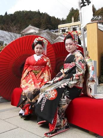 下呂温泉で52年ぶりの舞妓デビュー、今春高校卒業18歳2人