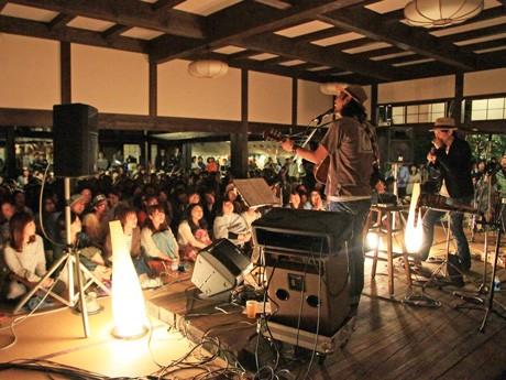 「FUKUNE~MUSIC FES 2012」のトリを務めた「Caravan」のステージ