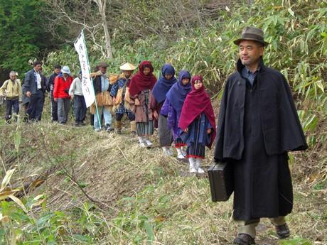 昨年、初開催された飛騨側ルートからの「記念山行」の様子
