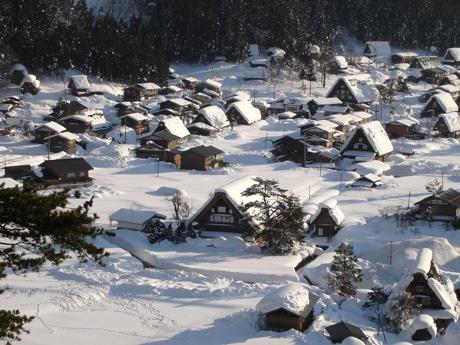 冬の白川郷合掌造り集落の風景