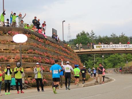 飛騨高山ウルトラマラソン閉幕 2475人出走、女子100キロで地元初の表彰台入賞も