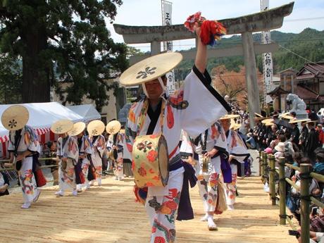 水無神社の祭り行列