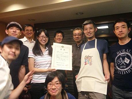 優秀賞を受賞した小阪キッズファースト商店街サポーターズのメンバー