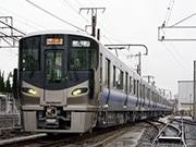 JR西日本、阪和線用新型車両「225系」を公開 安全・サービス機能を付加