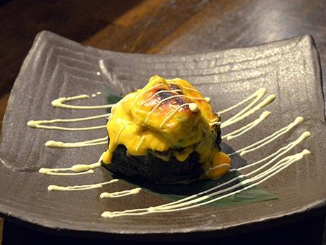 白身魚とカニとアボカドを特製ソースで焼き上げた「りのボール」