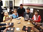 東大阪の和菓子店「白穂」で和菓子作り体験 季節の練り切り細工に挑戦