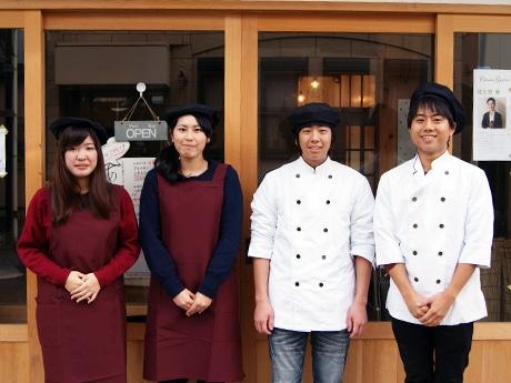 メンバーの三好貴之さん(写真右)、斎藤優人さん(右から2番目)と団体の活動に興味を持ちイベントの手伝いに来た学生