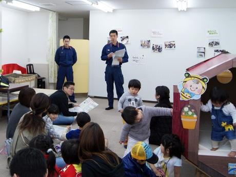 東大阪市西消防署の職員が講師となり「避難」をテーマに指導
