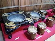 鴻池新田会所で蔵出し展示「手焙りいろいろ」 初展示の御殿火鉢など39点