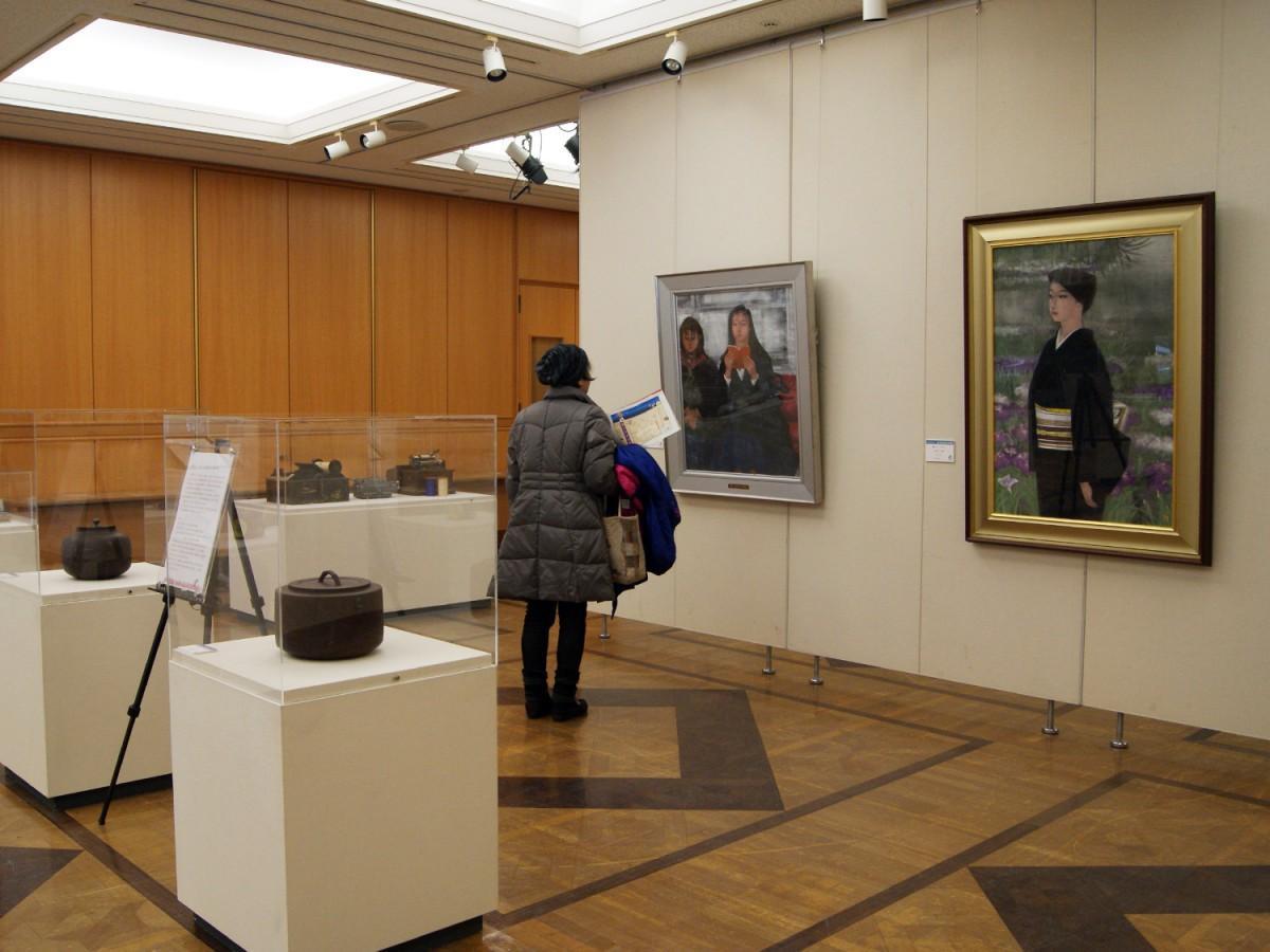 日本画家・長谷川青澄さんの作品など市所蔵作品を展示