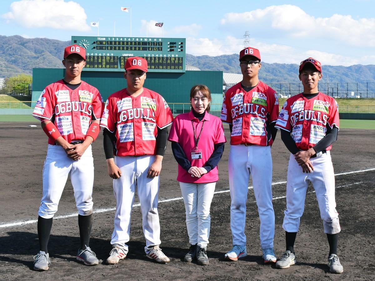 写真左から、三崎選手、山北選手、宮前選手、上村選手