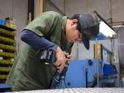 東大阪の若手ものづくり職人、「ふれあい祭り」パレードに向け台車製作
